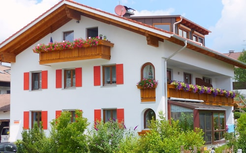 Spacious, Inviting Apartment Near Füssen in the Allgäu Region, Close Neuschwanstein Castle, DSL Including