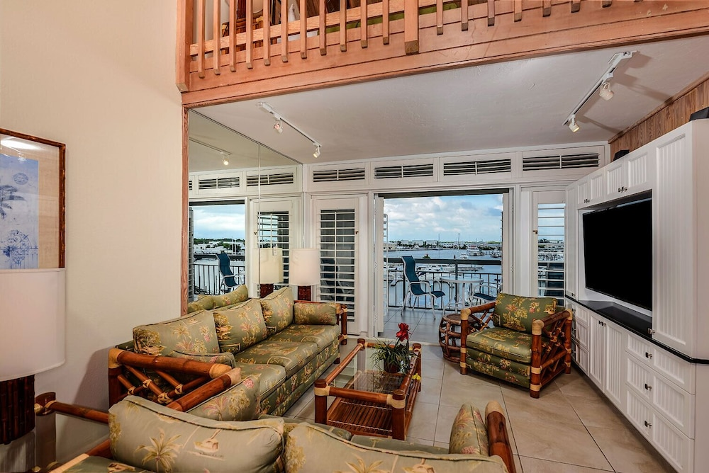 Living Room, Luxury Waterfront at the Galleon Resort in Old Town