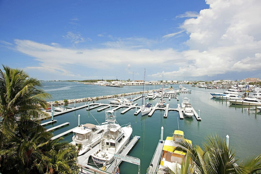 , Luxury Waterfront at the Galleon Resort in Old Town