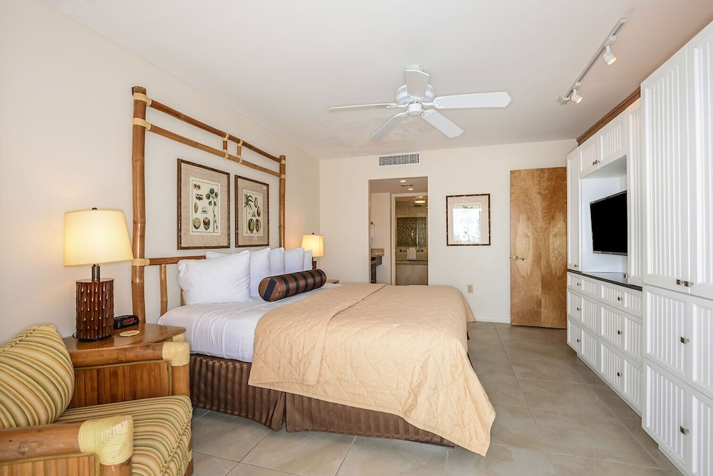 Room, Luxury Waterfront at the Galleon Resort in Old Town