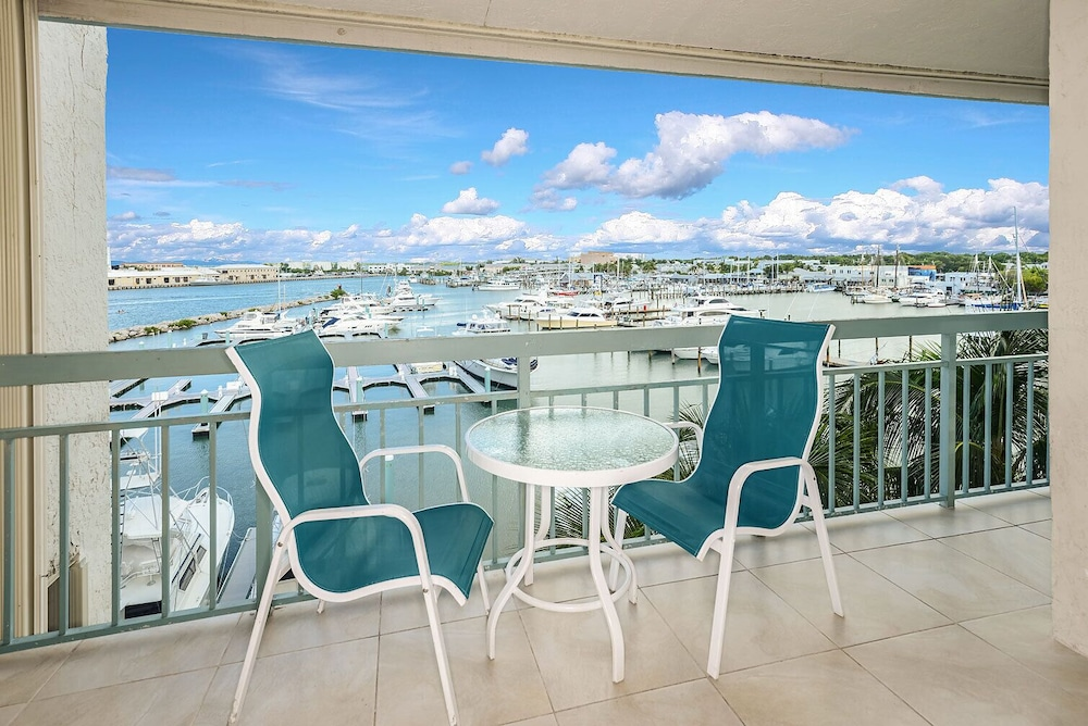 Balcony, Luxury Waterfront at the Galleon Resort in Old Town
