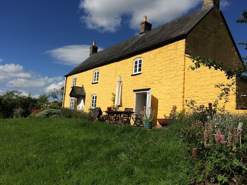 Beautiful Welsh Farmhouse in Stunning Countryside-perfect for Family Gatherings!