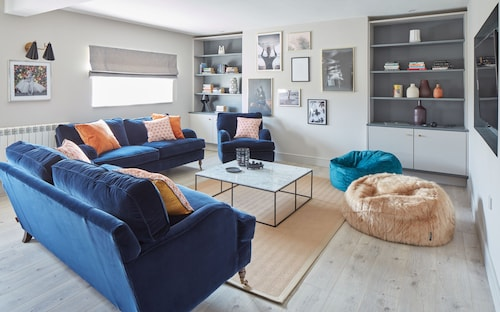 Newly Renovated Designer House in Watergate Bay, Cornwall, Sea Views, Cinema