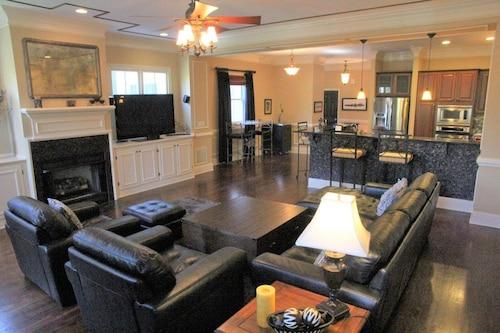 Great Place to stay Atlanta Manta - Luxurious 4BR Sleeps 11 near Atlanta