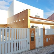 House With 3 Bedrooms in Charneca de Caparica, With Enclosed Garden and Wifi - 2 km From the Beach