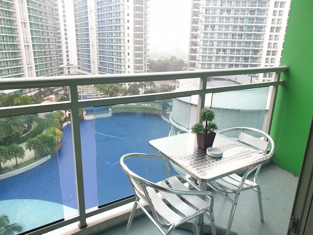 Terrace/Patio, Family Condo by IA @ Azure Urban Resort Residences