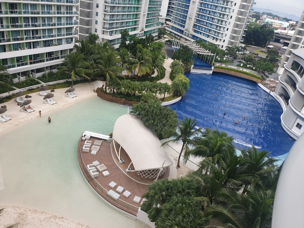 Beach/Ocean View, Family Condo by IA @ Azure Urban Resort Residences