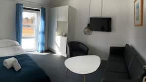 Minibar, safe på rommet, skrivebord og blendingsgardiner