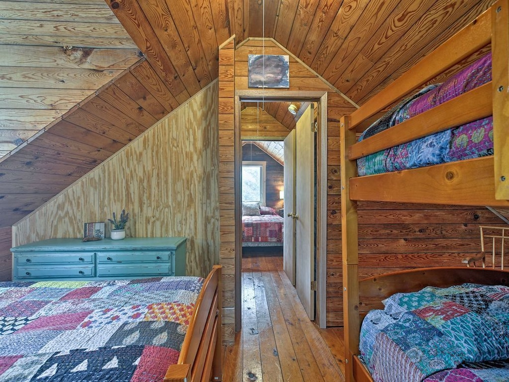 Room, Cabin on Lake Superior w/ Private Beach & Canoe!