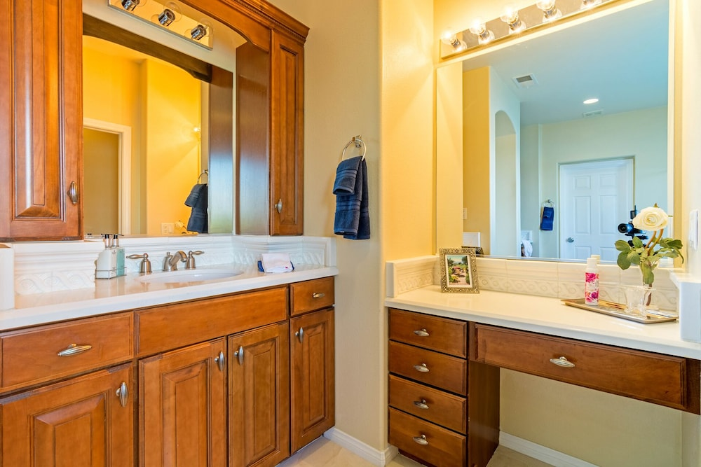 Bathroom, Sunset Lake on the Water With Amazing Views! Spectacular Holiday Specials!