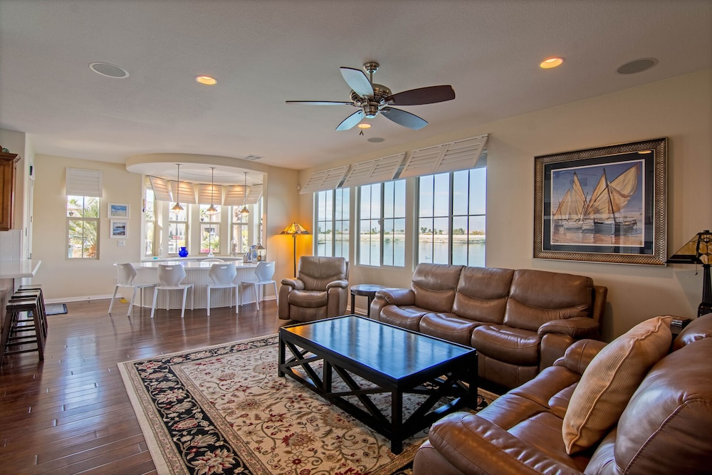 Living Room, Sunset Lake on the Water With Amazing Views! Spectacular Holiday Specials!