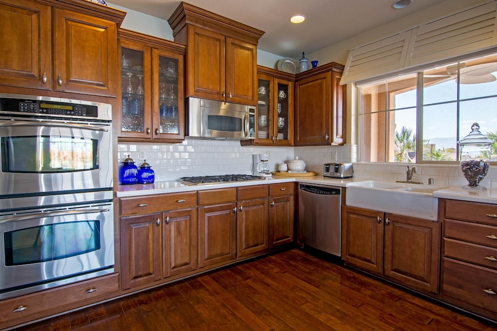 Private Kitchen, Sunset Lake on the Water With Amazing Views! Spectacular Holiday Specials!