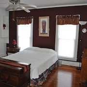 Top Floor of Victorian, 2/2, Near Stetson, sky Diving, Springs, River, Beaches