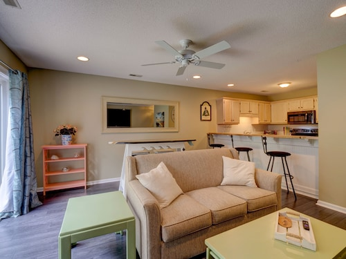 A Little Over 1 Mile to Intracoastal & Wrightsville Beach! 3 Master Suites