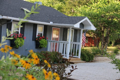 Twin Pines Shanty, Pet Friendly. Sleeps 6. Lakeview. Free Wifi