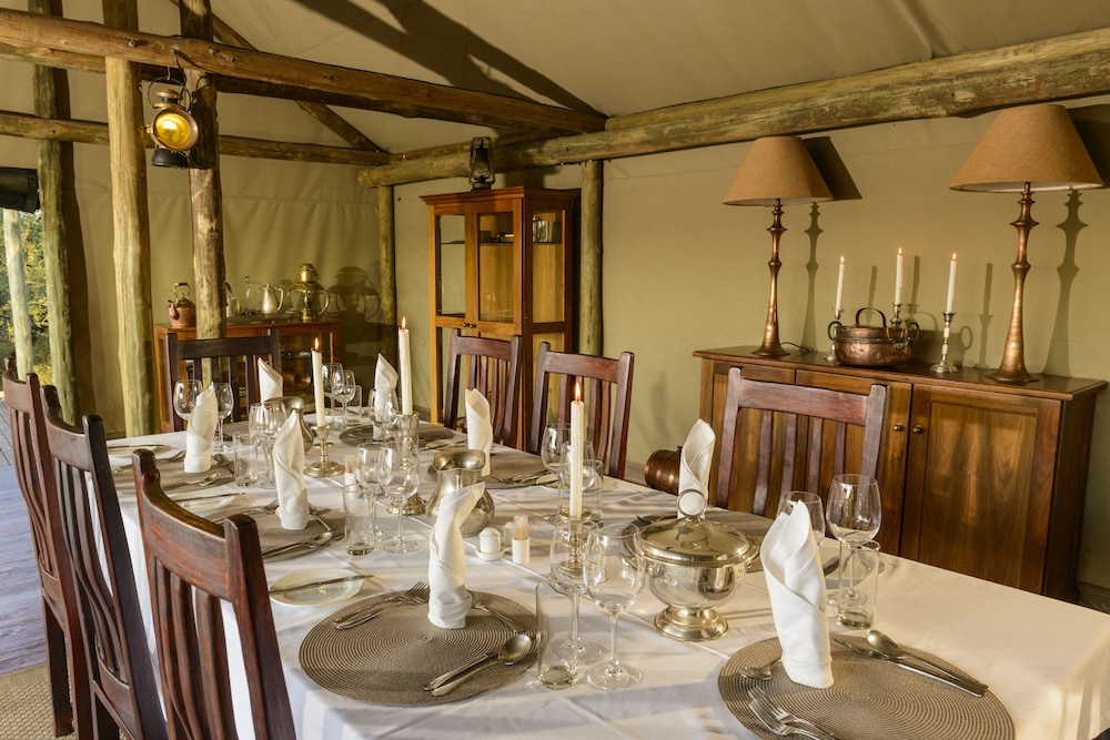 Dining, Rhino Walking Safaris