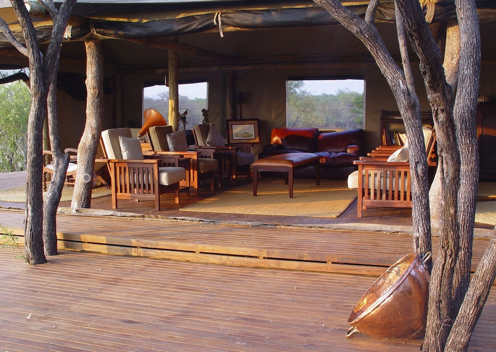 Lobby Lounge, Rhino Walking Safaris