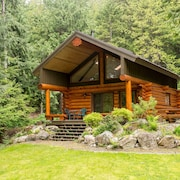 Lakefront Private Log Cabin, Close to Pemberton - The Hummingbird