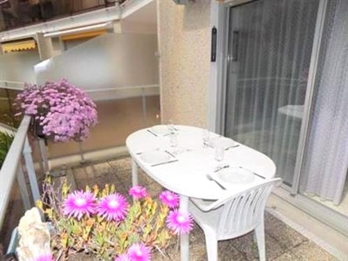 Apartment With 2 Bedrooms in Vaux-sur-mer, With Furnished Terrace and Wifi - 100 m From the Beach