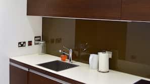 Kjøleskap, kokeplater og oppvaskmaskin