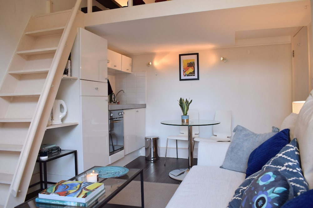 1 Bedroom Flat in Notting Hill With Mezzanine, London ...
