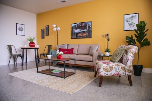 Great Place to stay Eclectic Downtown Studio with City Views near Indianapolis