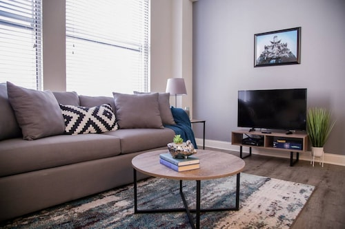 Check Expedia for Availability of Chic 1BR Apt in the Heart of Downtown