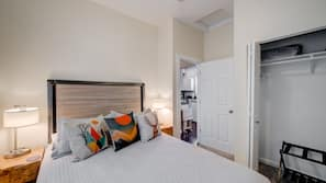 3 bedrooms, desk, travel crib, Internet