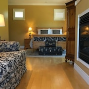 Casa Colina Bed & Breakfast - The West Queen Suite