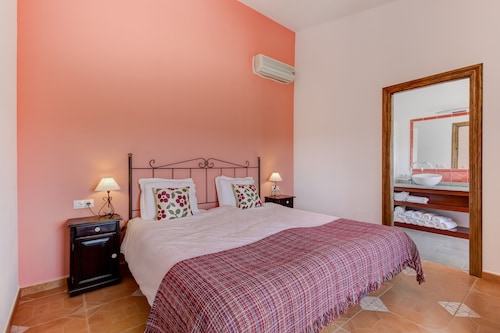 Villa Damara, Luxury Holiday Apartment Granada, for a Relaxing Holiday!