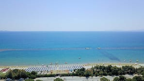 Una spiaggia nelle vicinanze, sabbia bianca, snorkeling, windsurf