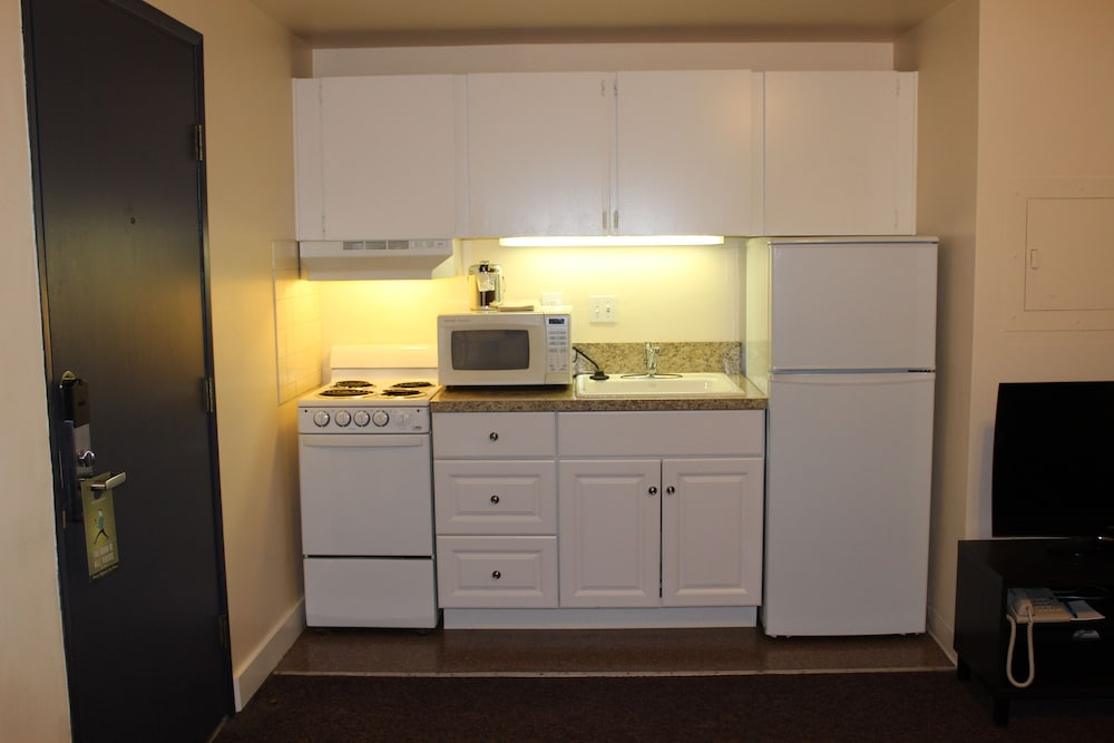 Private Kitchen, Washington Plaza Apartments