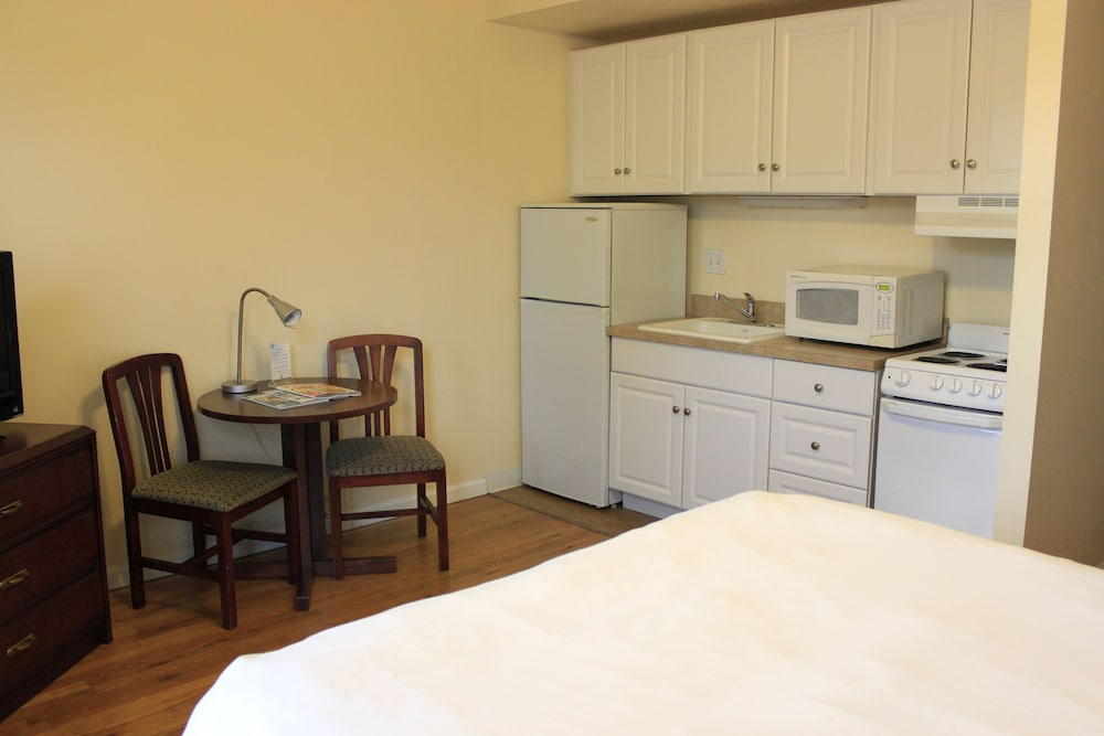Room, Washington Plaza Apartments