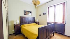 6 slaapkamers, een bureau, een strijkplank/strijkijzer