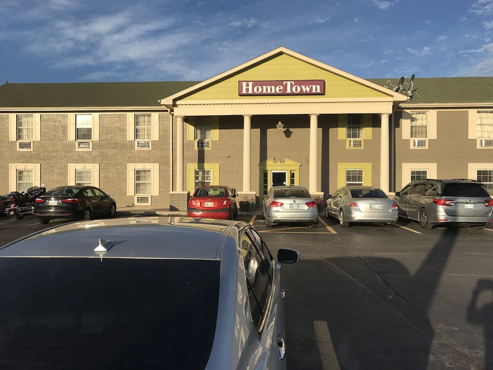Front of Property, Hometown Inn & Suites