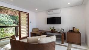 Minibar, in-room safe, desk, linens
