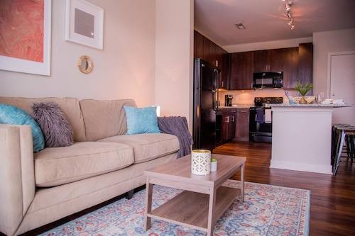 Check Expedia for Availability of Adorable 1BR in Arts and Music District