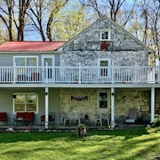 Secluded on the River, Historic 1815 House, Romantic Shepherdstown