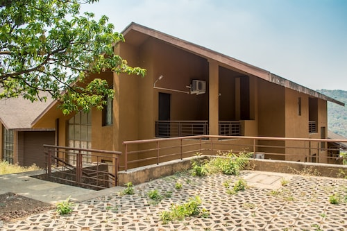 4BHK by Tripvillas Holiday Homes