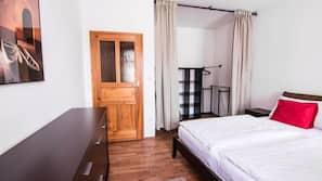 2 soveværelser, skrivebord, gratis baby-/barnesenge, gratis Wi-Fi