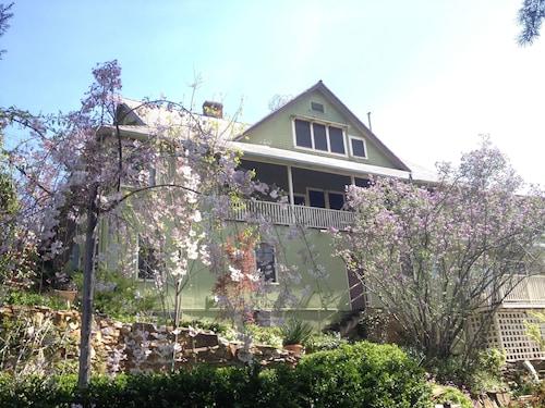 Great Place to stay Barretta Gardens Inn near Sonora