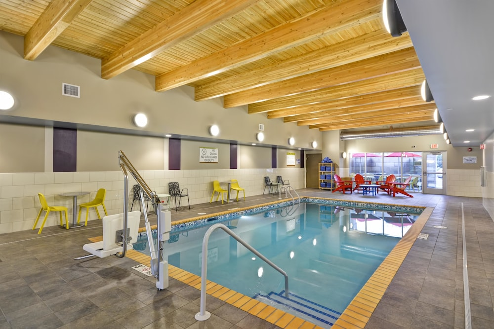 Pool, Home2 Suites by Hilton Plymouth, MN