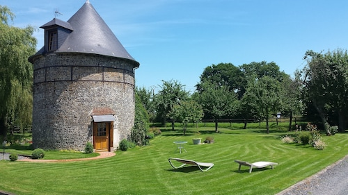 The Pigeonnier de la Laterne, Charming Guesthouse, Situated in the Normandie