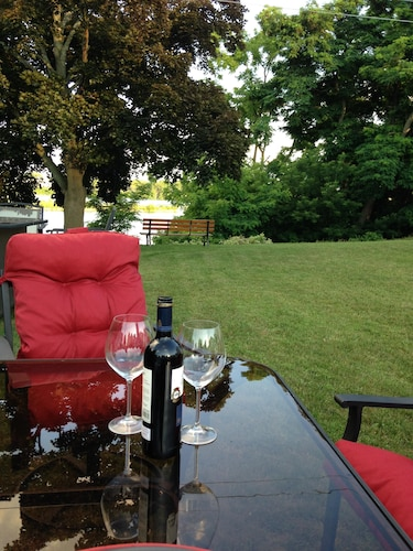 Heart of Niagaras Wine Country in the Famous Town of Port Dalhousie