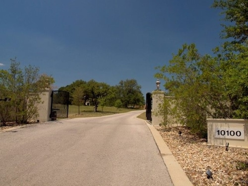 Luxury Hill Country Estate With Pool/spa- Sleeps 20