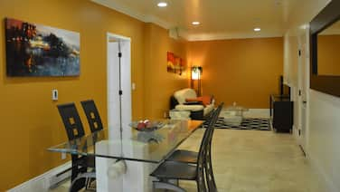 Spacious Mountain View 1B/1B In-law Suite