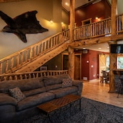 Relax In Style at Moose Lodge! 5BR Luxury Cabin 5 Minutes From Downtown!