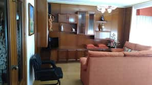 3 bedrooms, individually decorated, individually furnished, desk