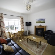 The Snug-2bed Apt Sleeps 4 With fab sea Views Directly on the Wild Atlantic Way