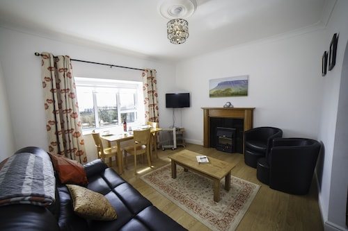 The Snug-2bed Apt Sleeps 4/5with sea Views Directly on the Wild Atlantic W